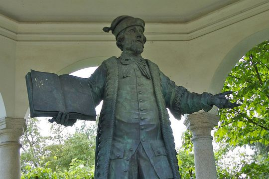Statue of Johannes Kepler located between Saint Martin's church and Linz Castle.