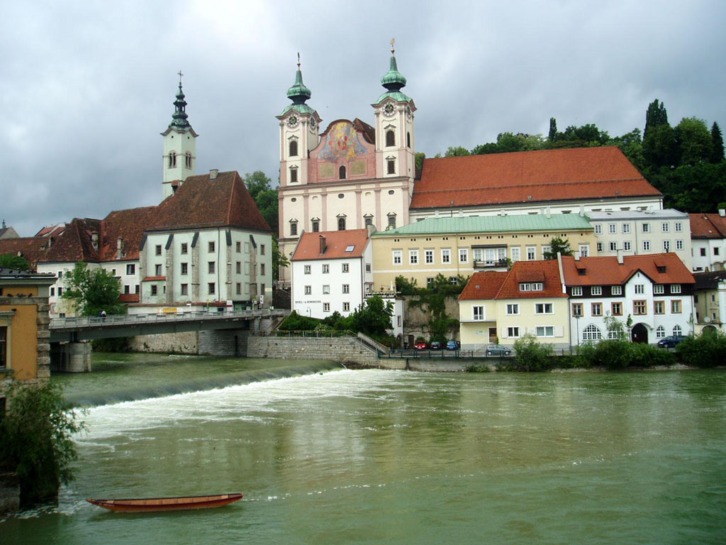 Linz Austria  city pictures gallery : Linz, Austria city view from the Danube